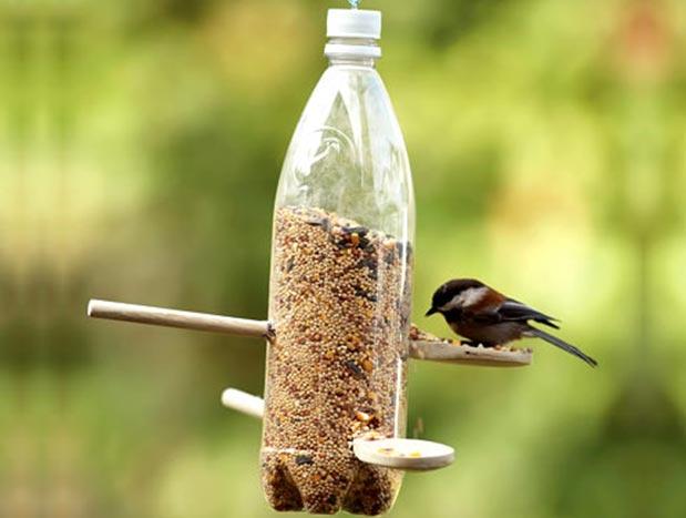 Сделать кормушку для птиц своими руками из подручных