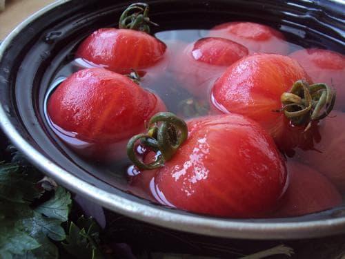 Малосольные помидоры: Рецепт быстрого приготовления в кастрюле