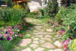 Миниатюра к статье Как украсить дачный участок: оригинальные идеи цветов и поделок