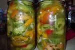 Миниатюра к статье Салат из зеленых помидор на зиму