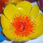 Миниатюра к статье Цветы из пластиковых бутылок своими руками