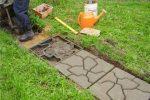 Миниатюра к статье Создаем садовые дорожки своими руками