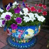 Миниатюра к статье Поделки из шин для сада