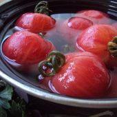 Миниатюра к статье Малосольные помидоры: Рецепт быстрого приготовления в кастрюле