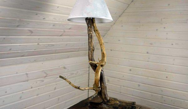 торшер из веток дерева